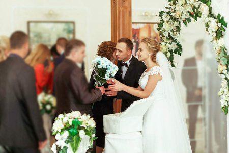 結婚式の「ゲストお見送り」マナーとオススメ演出