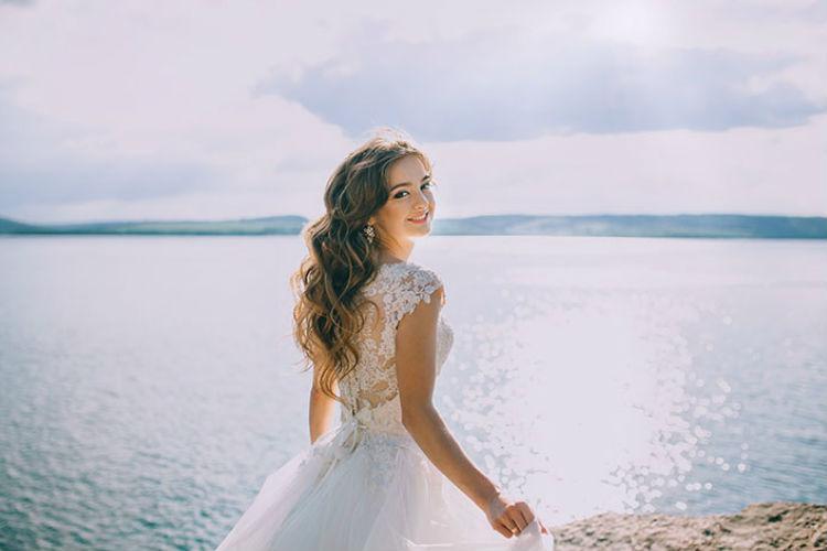 振り返る花嫁