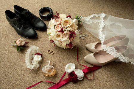 新婦新婦の靴とブーケ