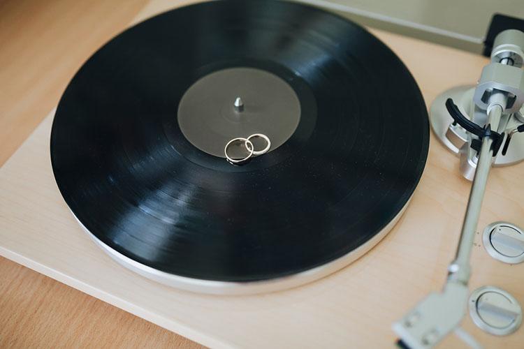 レコードと結婚指輪