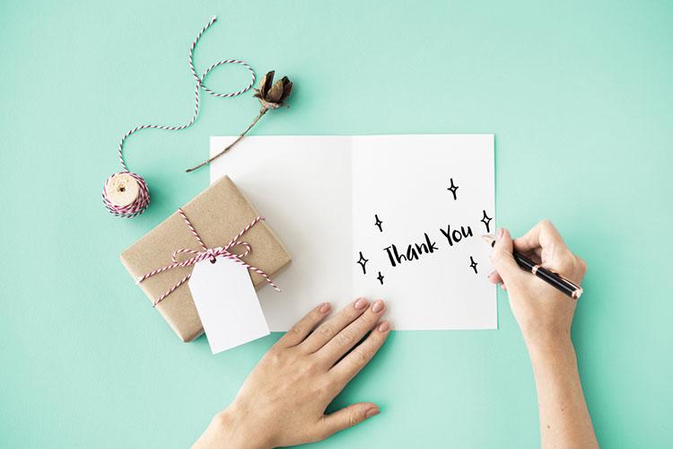 結婚内祝いにはお礼状を添えて。書き方のポイントと文例