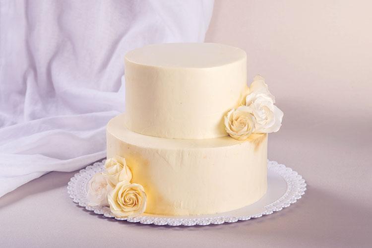 あえて「フルーツ無し」!大人婚におすすめのシックなウェディングケーキ