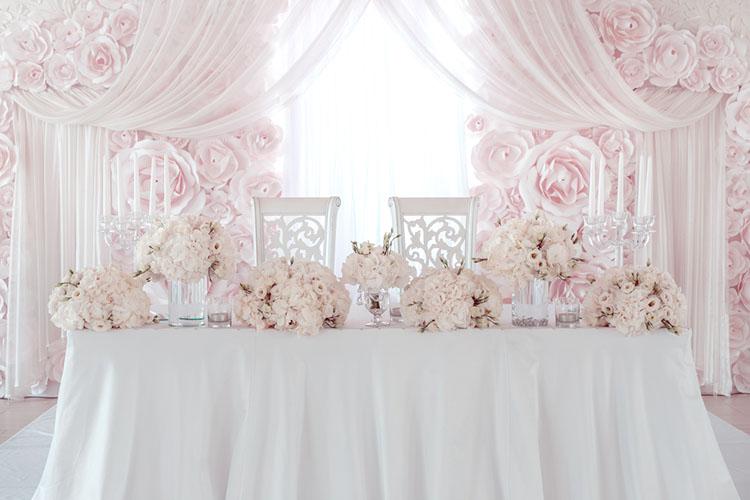 披露宴のメインテーブル(高砂席)飾り方!装花なしでもかわいい