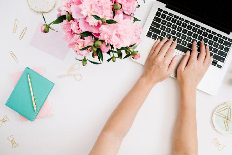 【文例】職場で結婚報告をメールで送る時の書き方