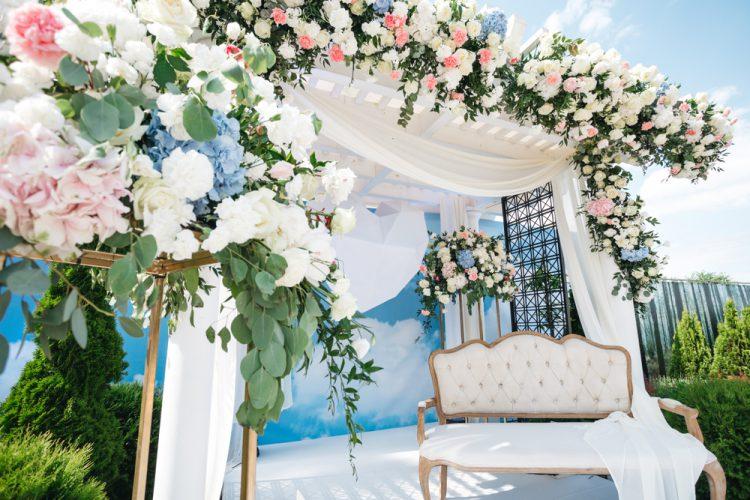 もはや定番!結婚式の高砂ソファ◎4つのメリット&デメリット