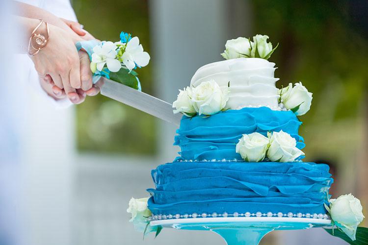 普通じゃつまらない!派手&フォトジェニックなウェディングケーキ
