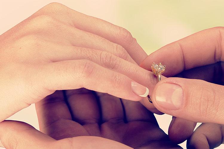 プロポーズから結婚までの期間の長さは?婚約期間が長い・短いメリット