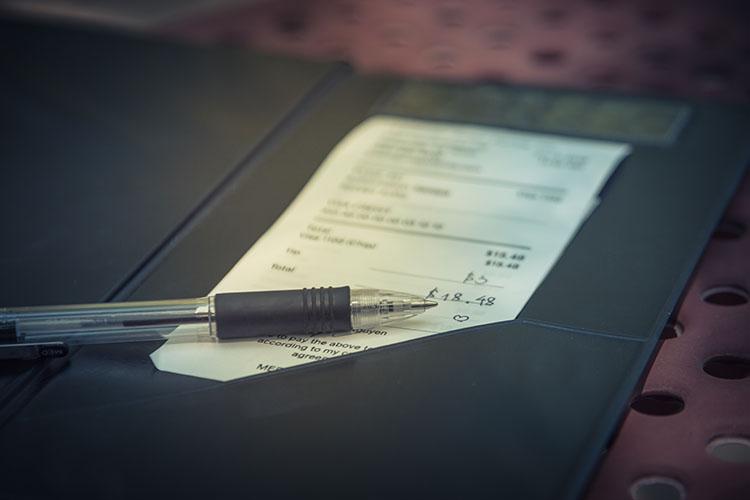 領収書とペン
