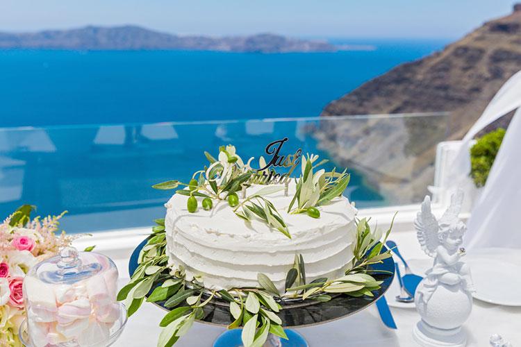夏の結婚式にぴったりのウェディングケーキアイディア集