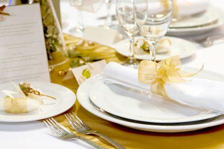 結婚式のテーマカラーが金(ゴールド)