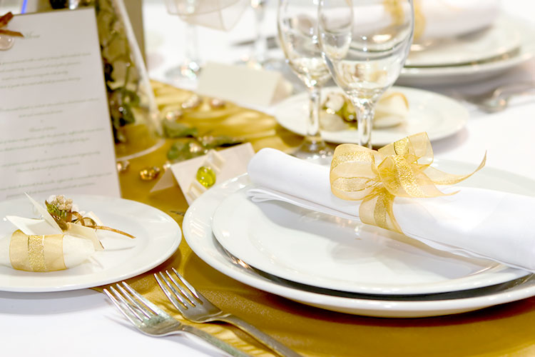 【結婚式のテーマカラー】金(ゴールド)をオシャレに取り入れるアイデア