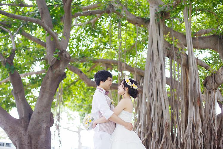 ガジュマルの木の前で撮れるのは、ハワイならでは!