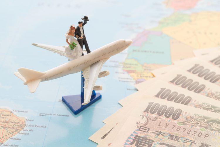 海外挙式のお車代(旅費)は誰の負担?相場や渡し方を解説