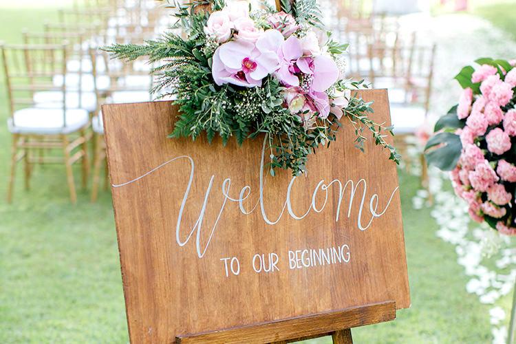 ウェルカムボードの装花の飾り方