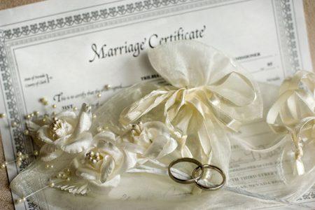 結婚誓約書と指輪