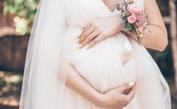 妊娠している新婦