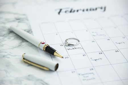 結婚指輪とカレンダー