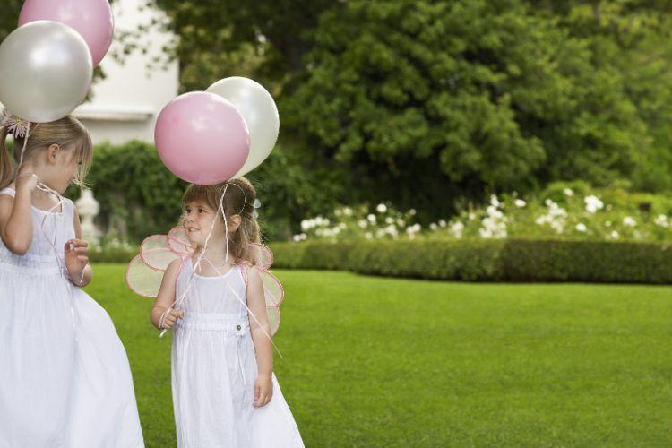 風船を持つ子供