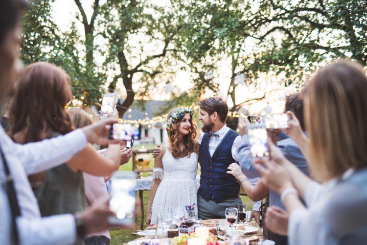 結婚式写真はどうやって共有する?おすすめサービスまとめ