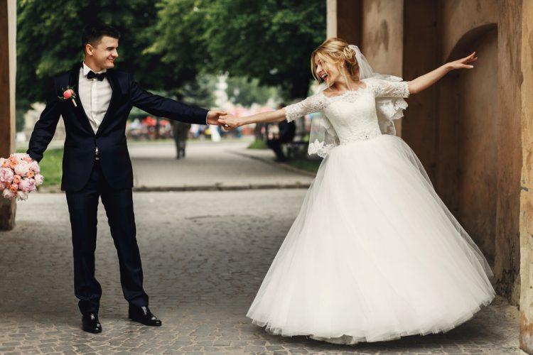 ダンスする花嫁