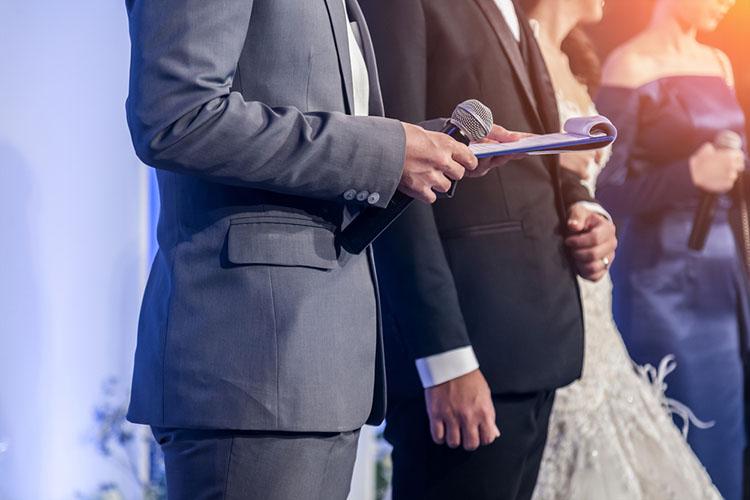 結婚式の定番「新郎新婦の馴れ初め紹介」出会いの言い替え・嘘はアリ?
