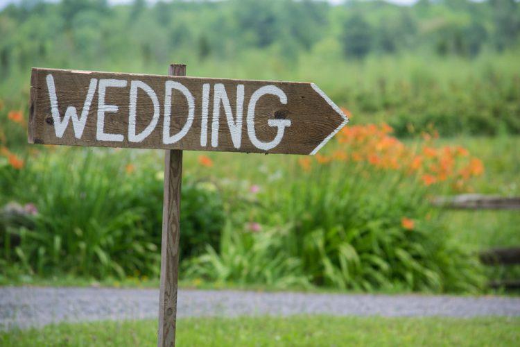 結婚式の場所選び。地元が遠い2人の決め方アイディア