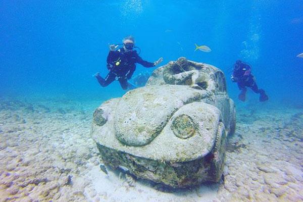 海に沈む遺跡「水中美術館」