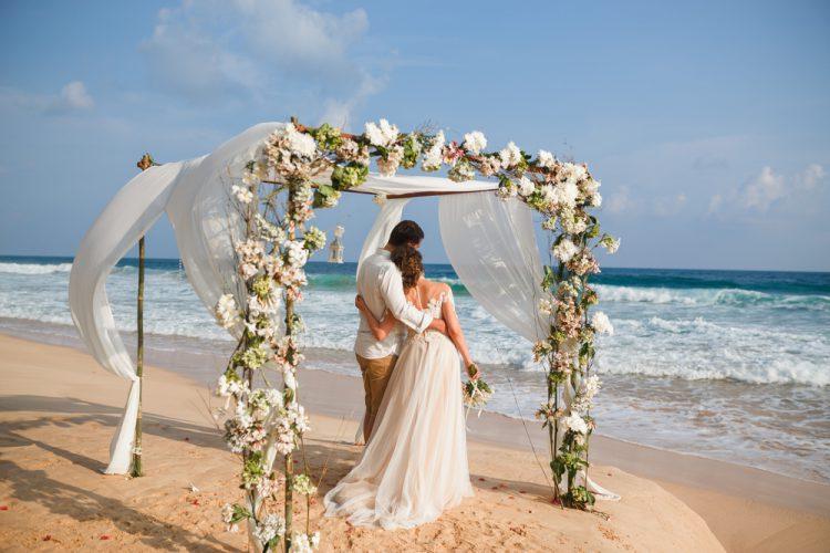 結婚式は二人だけでもこんなに素敵!費用や寂しくない演出まとめ
