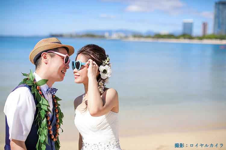 ビーチフォトウェディングの、ロマンチックなポーズ15選!海外インスタ花嫁を参考に♪[PR]
