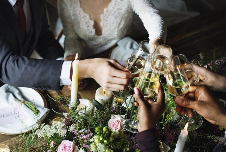 結婚式(披露宴)を歓談メインに!退屈しないおすすめアイディア