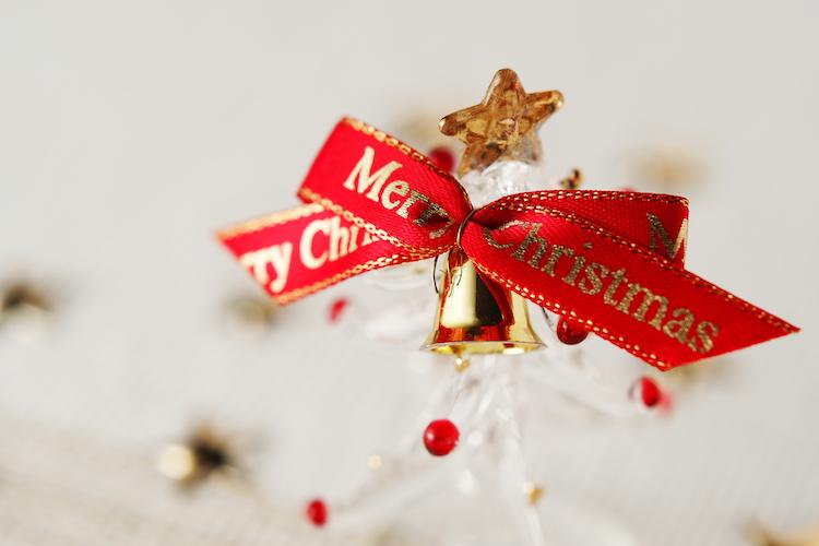 ウエディングをクリスマスで彩る!海外の席札アイデア10選