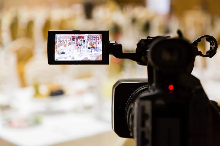 結婚式当日のビデオ撮影の料金相場は?節約アイディア