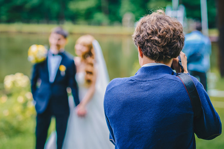 結婚式にカメラマンを持ち込みたい!注意点をプランナーが解説!