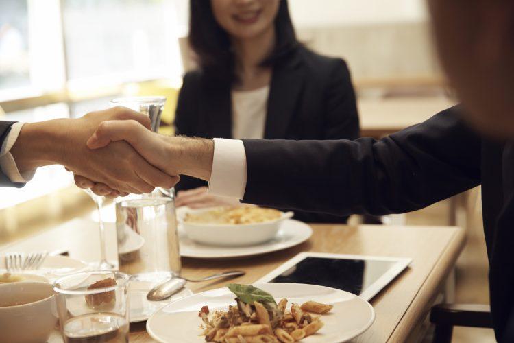 結婚挨拶は外食(レストラン)もOK!段取りと注意点