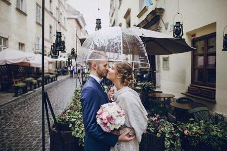 結婚式の天気が雨だったら?