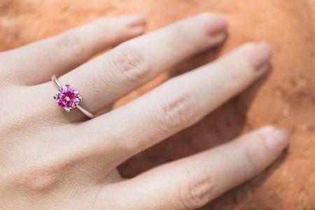 ダイヤ以外の婚約指輪