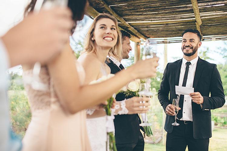 受付後や披露宴前など。結婚式の待ち時間にゲストを退屈させない演出