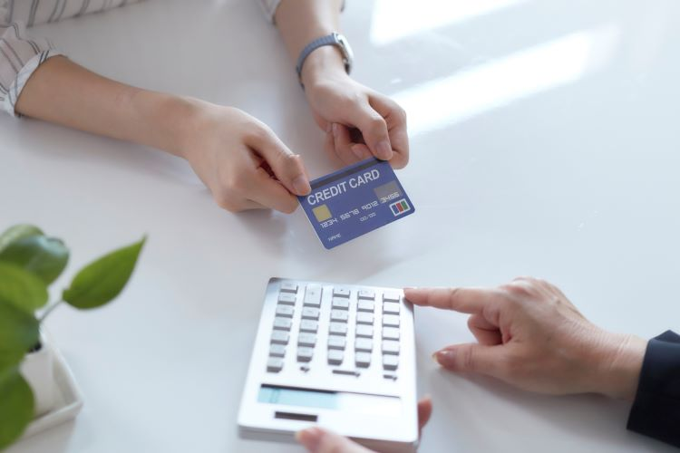 結婚式の支払いはクレジットカードで!限度額は足りている?引き上げ方