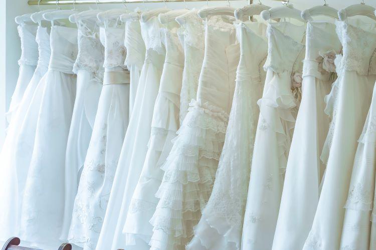 ウェディングドレスの色まとめ!似合う「白」の選び方
