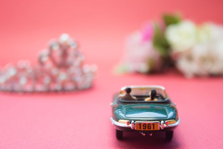 結婚・入籍後は免許証の名義変更手続きを!やり方と注意点
