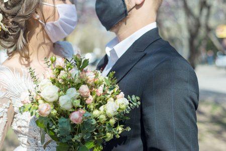 コロナ禍で結婚式を挙げるには?感染予防ガイドラインでみる、結婚式のカタチ