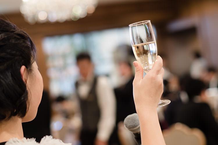 親族のみの少人数結婚式は「乾杯の挨拶」を誰に頼む?【スピーチ例文付き】