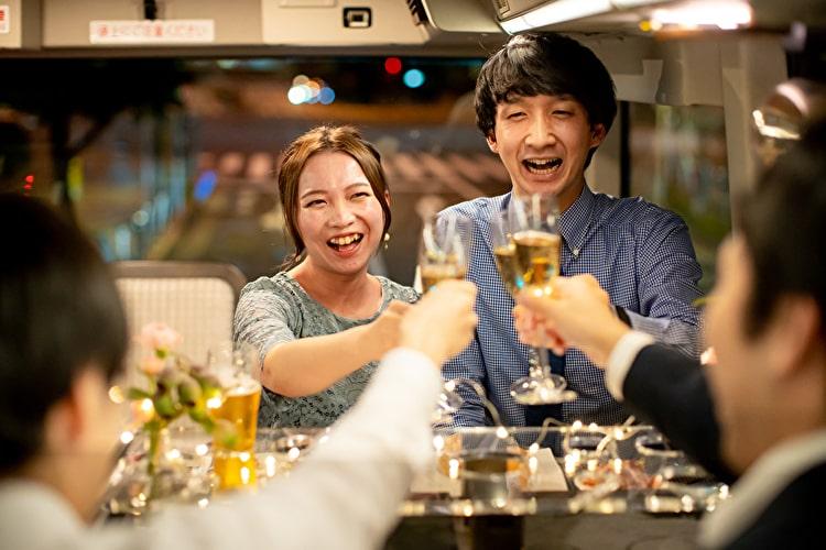 新しい結婚式のスタイル!レストランバスを使ったウェディングパーティーとは?