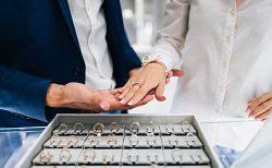 来店予約をして指輪選び
