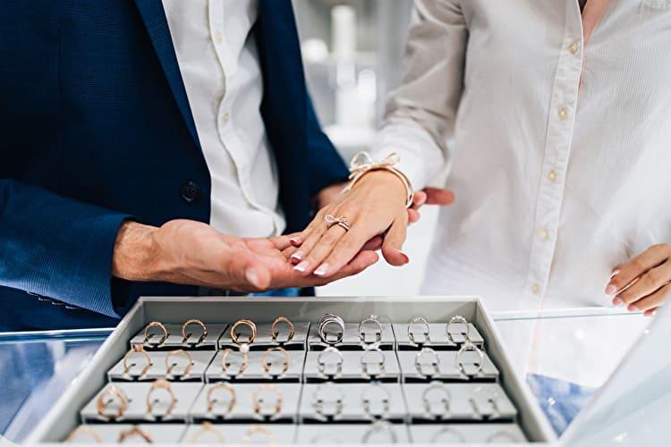 婚約指輪・結婚指輪の来店予約でもらえる特典比較!よりお得に購入する方法