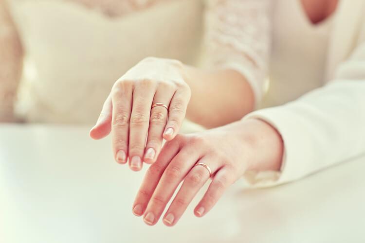 フォトウェディング・前撮りで結婚指輪をつける?つけない?【撮影アイデア】