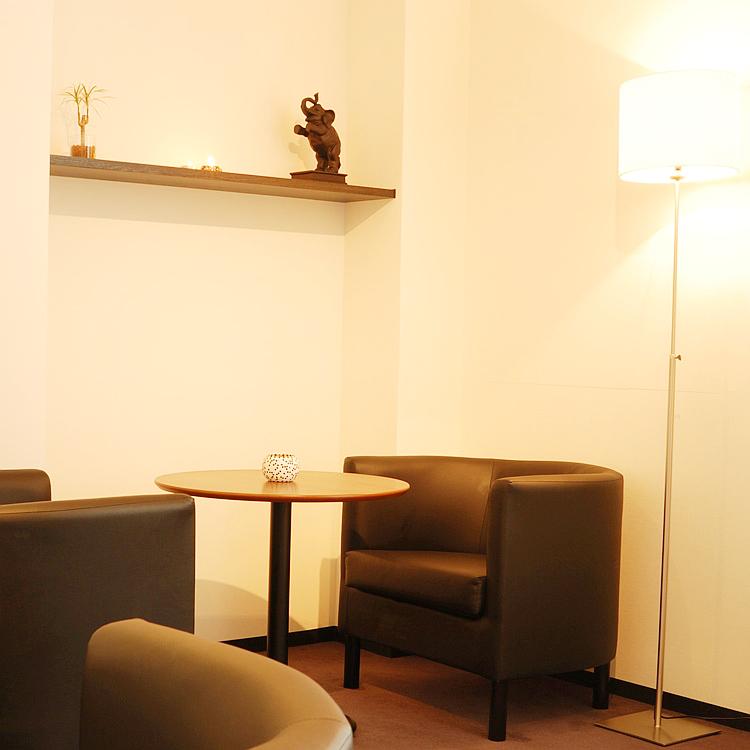 ナチュラ―レ京都四条烏丸店の待合スペース