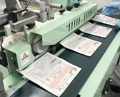 パッケージは注文の際に渡したデザインデータが機械によって、アルミ製の袋にプリントアウトされています。